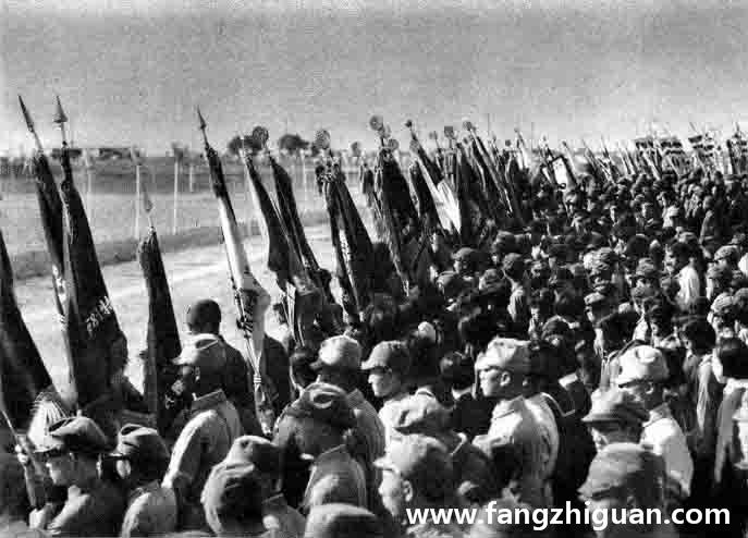 九月十九日,溥仪前来参加镇座祭,日军代表、协和会代表和其他各种团体代表者聚集在外庭,高举军旗·团旗·校旗位于路旁迎接。