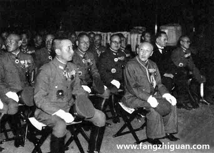 当夜,伪满国务总理达成张景惠,日本宪兵竹内司令官即日满要员三百多名参加镇座祭。