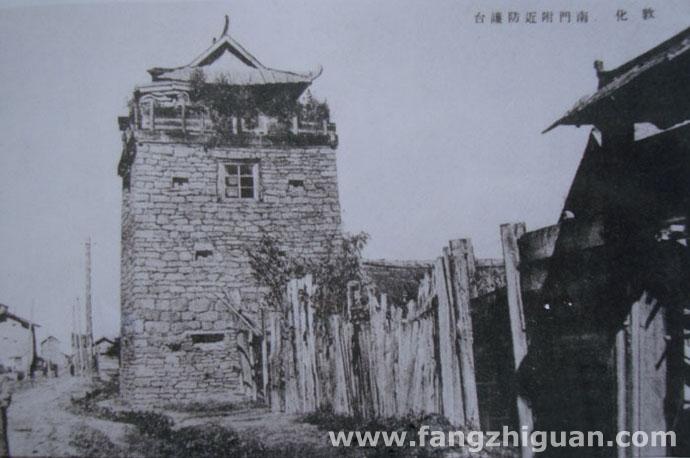 南门防护台。即日军修建的炮楼,位置约在今敦化市区南关老法院楼附近。拍摄时间约1937年前后。