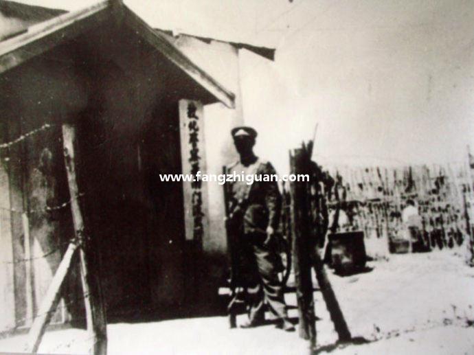 敦化城南门,俗称南卡子门,侵华日军在此设立检查岗,防范抗联等抗日人员。此位置即今敦化市老法院附近。拍摄于1938年。
