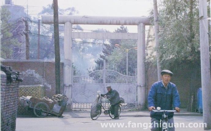 1982年,新京神社北侧便门鸟居旧址。