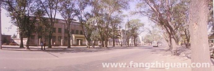 1985年,新京中学校旧址。
